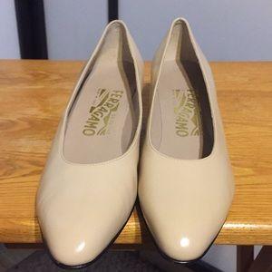 Salvatore Ferragamo Vintage Shoe Ivory Size 6.5AA
